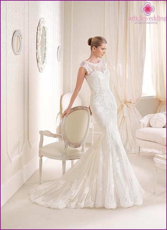 Lace dress bride