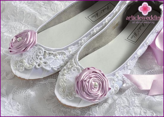 Lace ballet shoes for a wedding