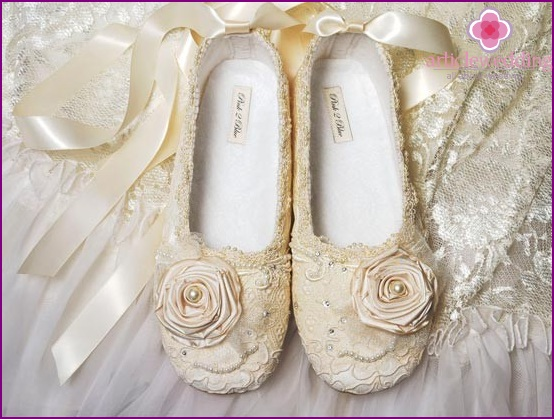 Gentle ballet shoes for the wedding