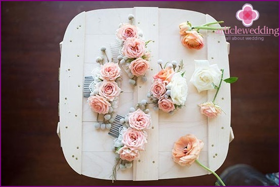 Hairpins for the bride and her bridesmaids