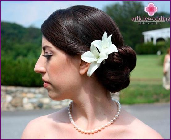 Floral hair ornament