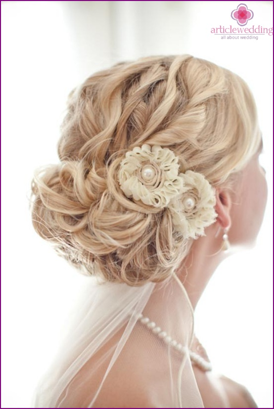 Hairpin made of textile flowers