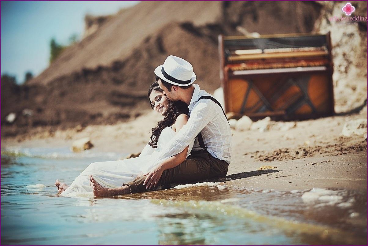 Bold wedding anniversary photo shoot