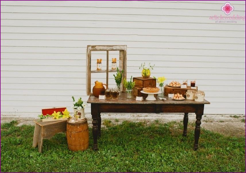 Wedding decor in the theme of honey
