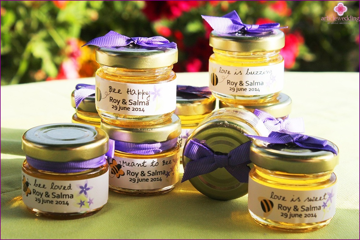 Honey in jars as an accessory for a wedding