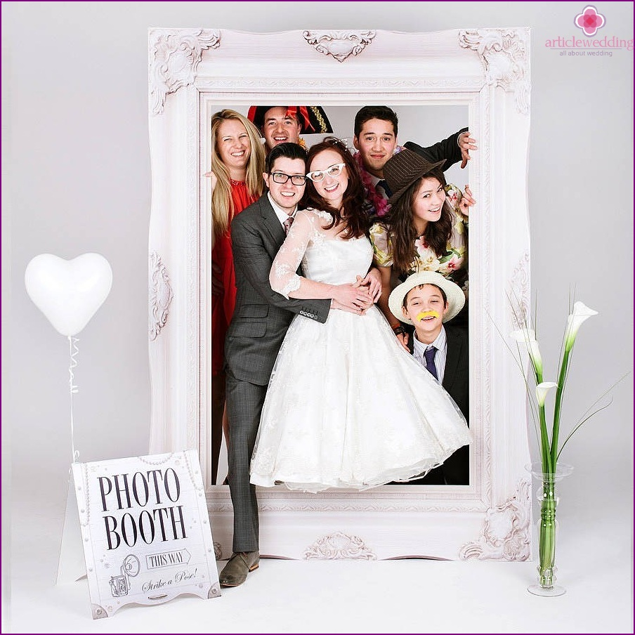 Guests at the wedding photo zone in the form of a picture