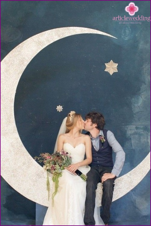 The original design of the wedding photo zone with the moon