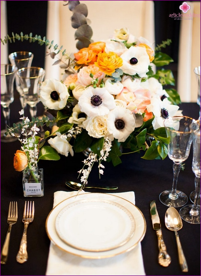 Table setting for a wedding in the style of Coco Chanel
