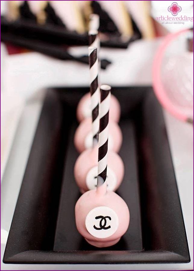 Candy bar in the style of Coco Chanel