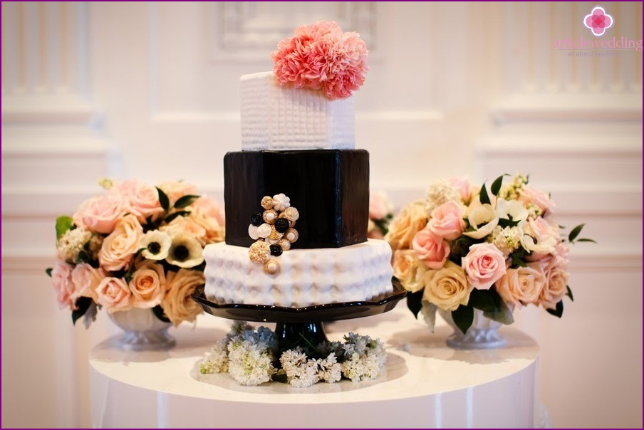 Wedding Cake a la Coco Chanel