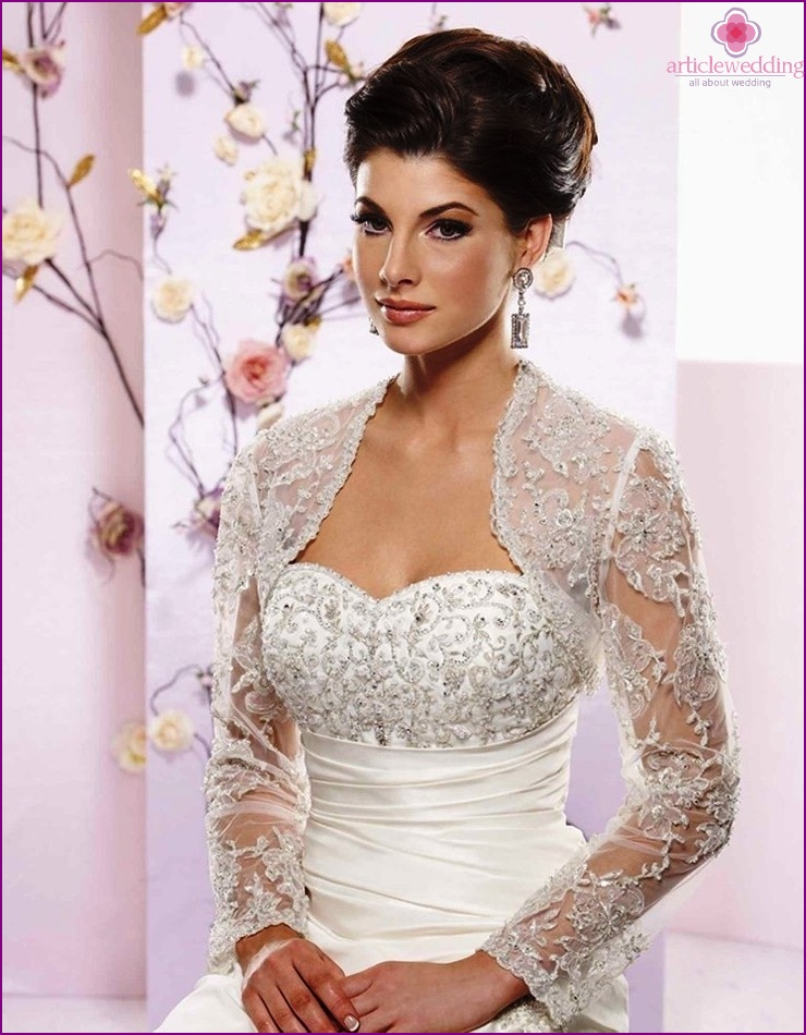 Spitzenbolero für die Braut