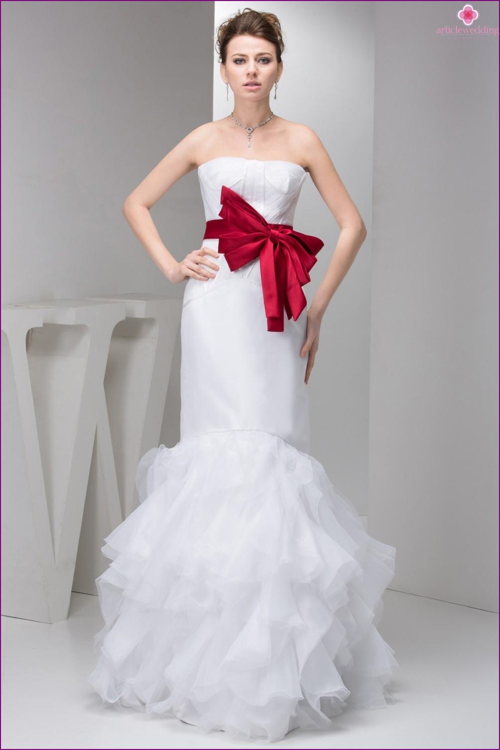 Bright belt on the dress