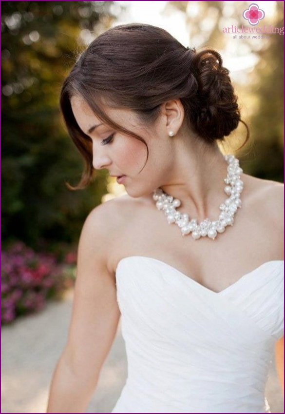 Pearls in the image of a bride
