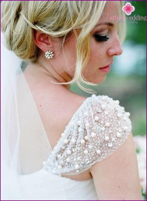 Dress shoulder decoration