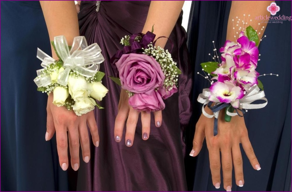 Bracelets with flowers
