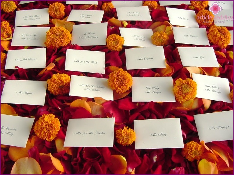 Placing cards on the petals