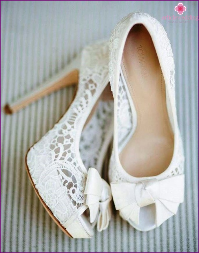 Fabric shoes with lace