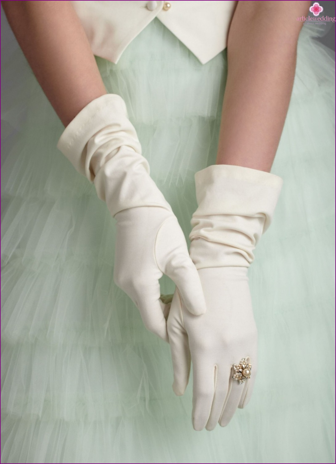 Gloves for the bride