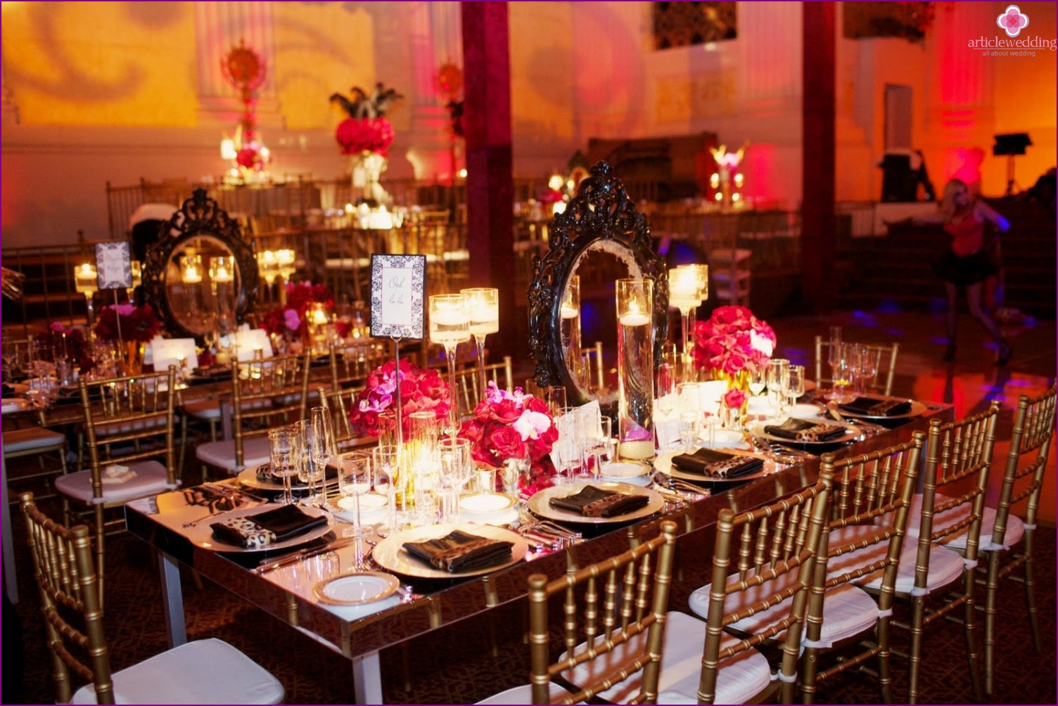 Decor tables in the style of the Moulin Rouge