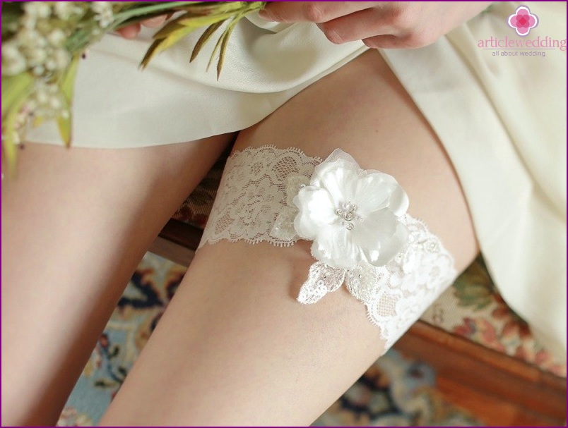 Lace garter for the bride