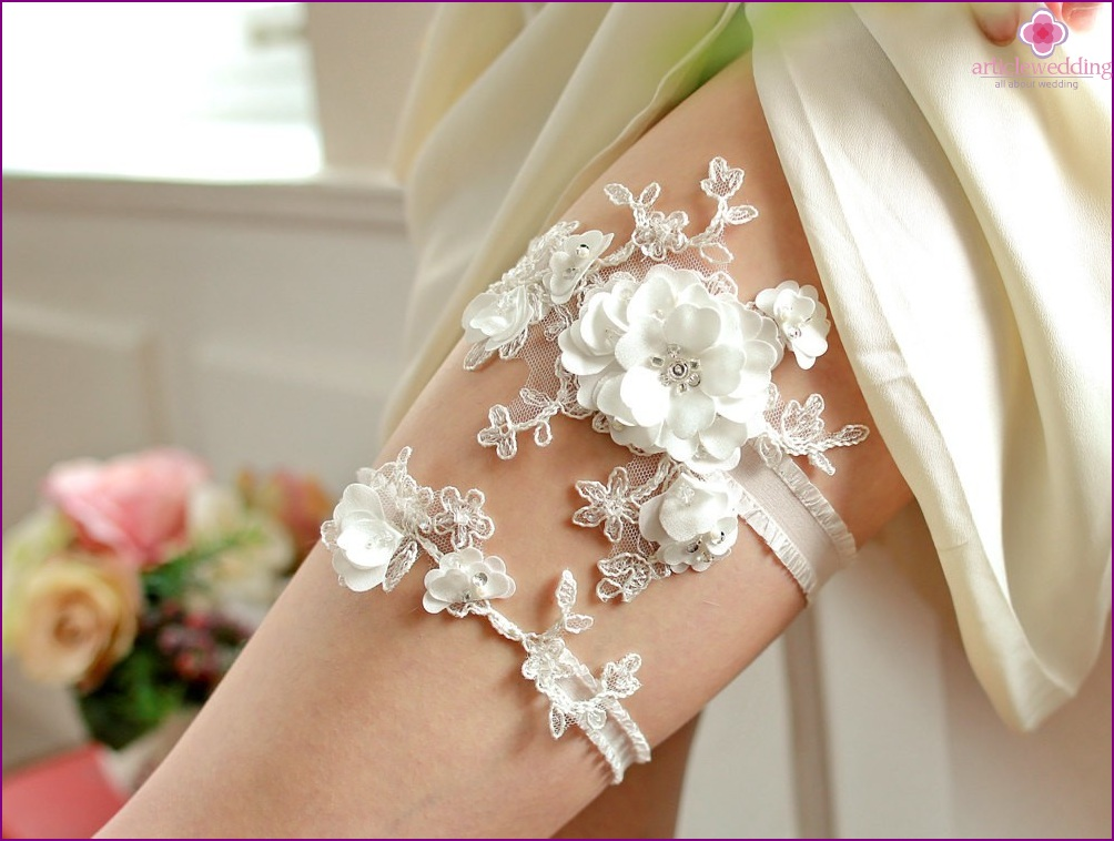 Options for Garters with Floral Lace