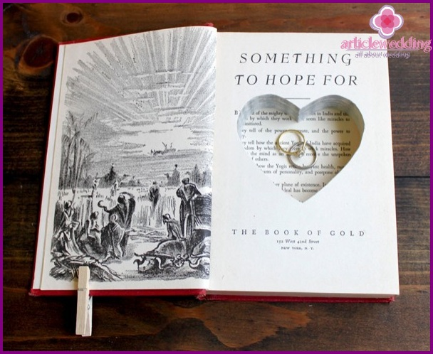 Notebook for storing rings