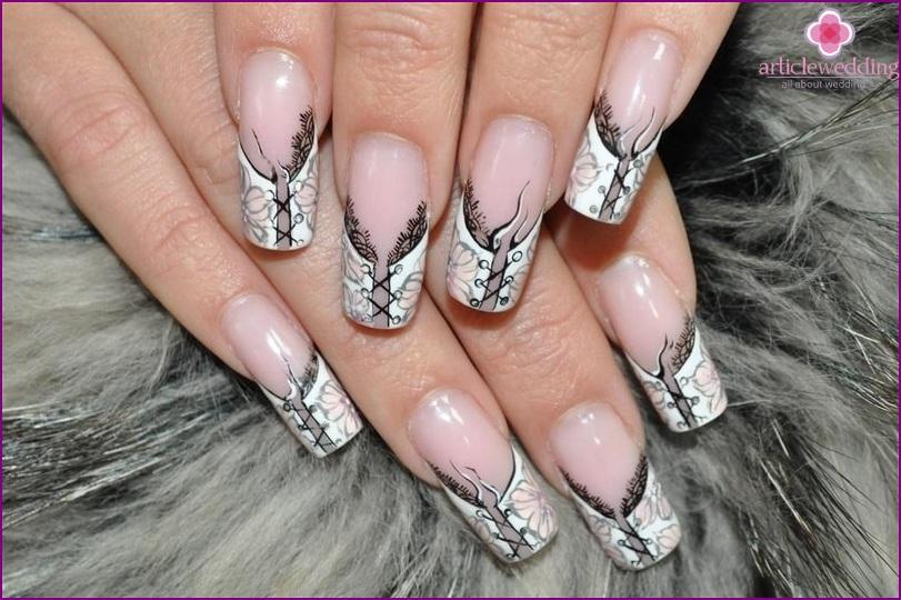 Lacing Manicure