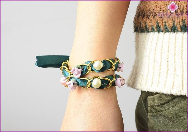Double-sided bracelet