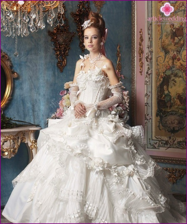 The image of the bride in the rococo style