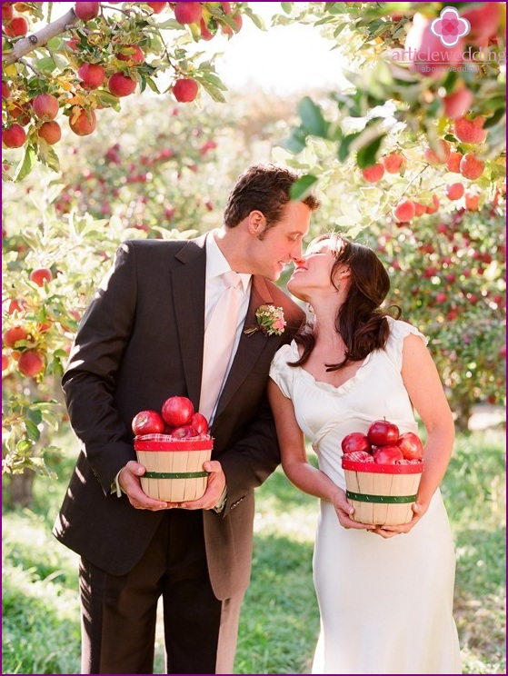 Apple style wedding