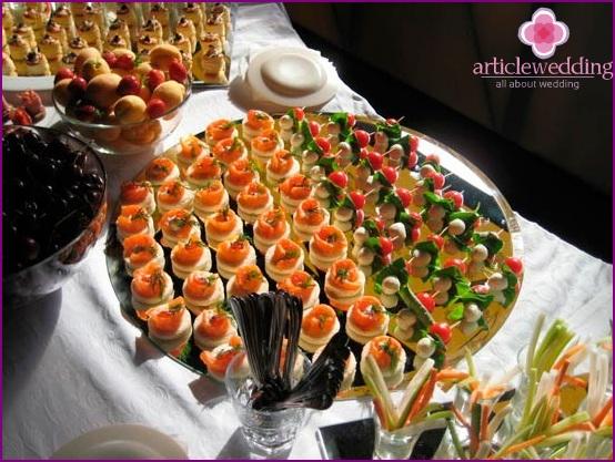 Helle Gerichte für ein Hochzeitsbuffet