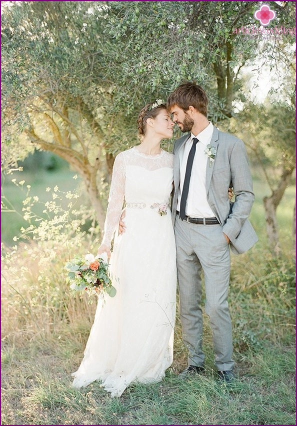Newlyweds in the style of provence
