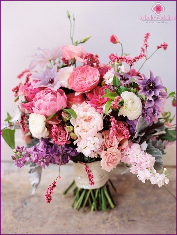 Bridal bouquet in the style of Barbie