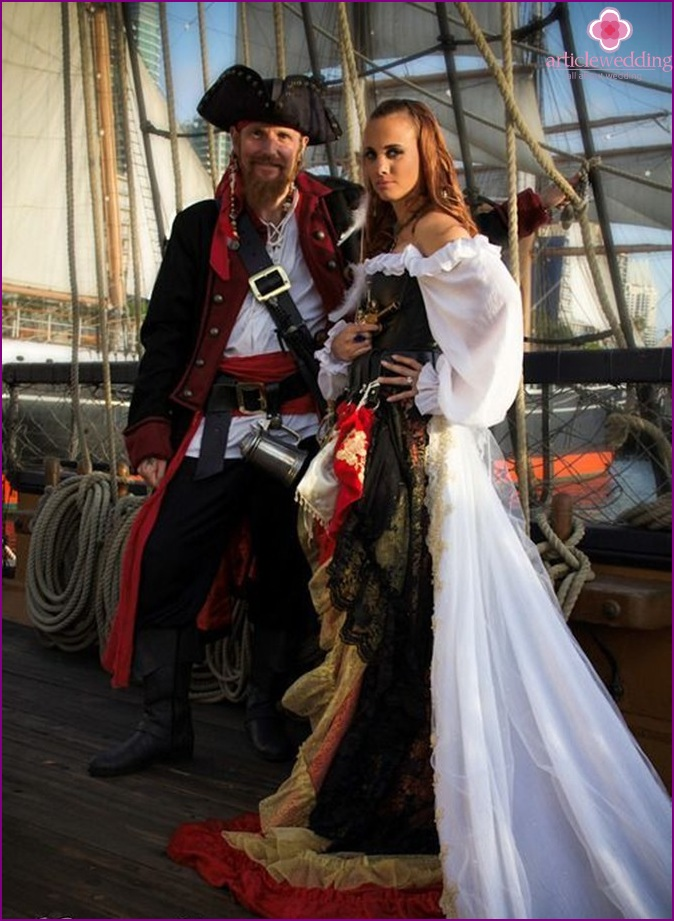 Newlyweds in a pirate style.