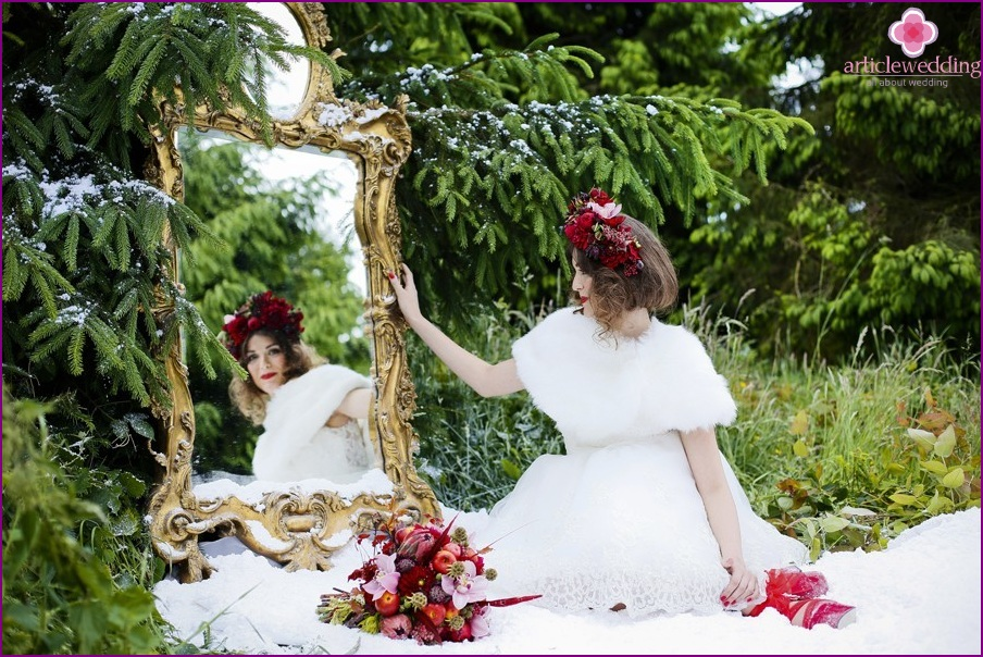 """Photo of the bride in the style of """"Snow White and the Seven Dwarfs"""""""