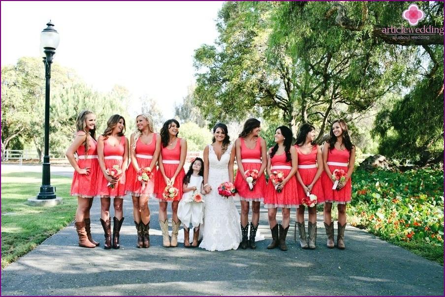 Gleiche Kleider für Brautjungfern