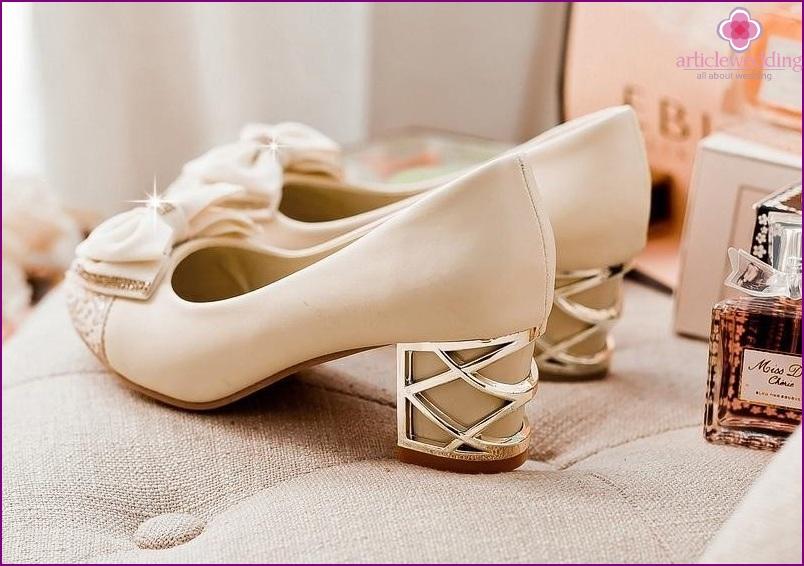 Square motif shoes