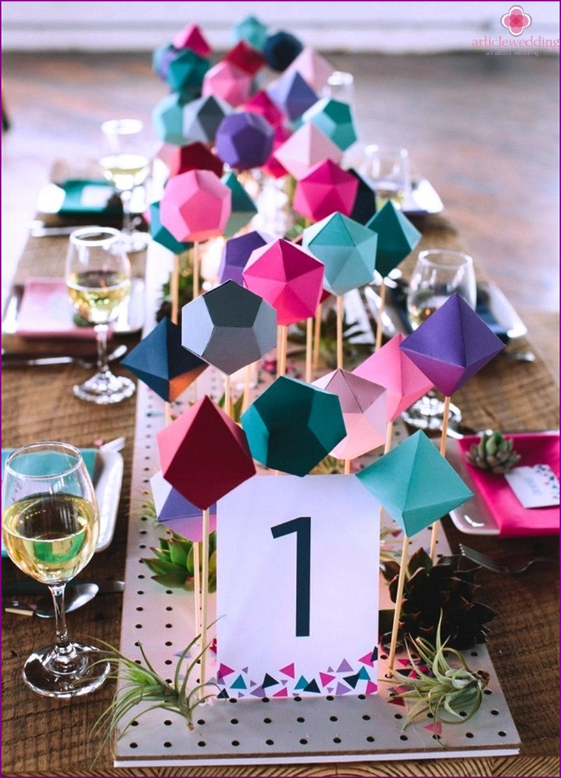 Geometric shapes in the decor of wedding tables