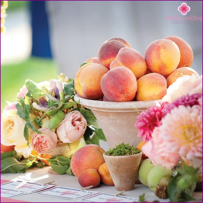 Peach style wedding decor