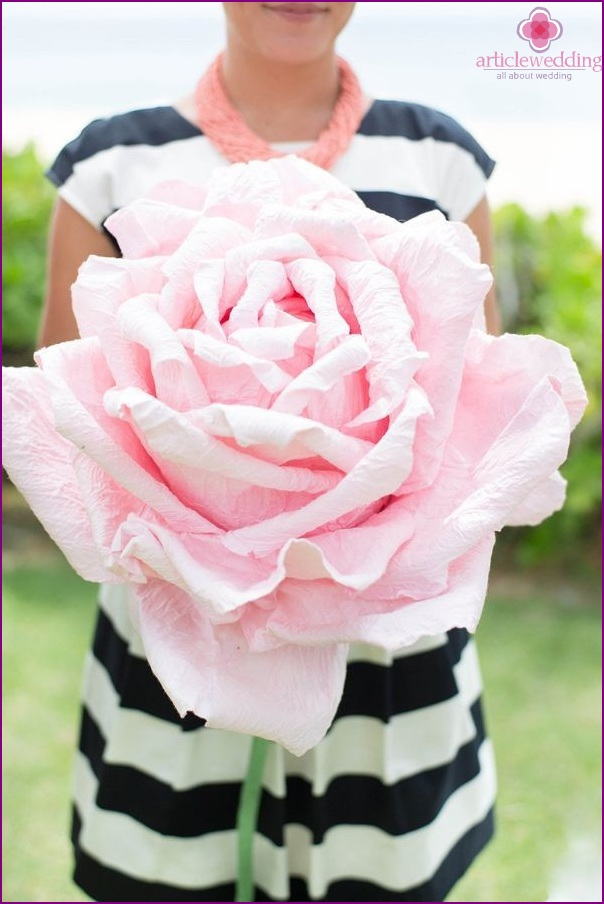 Paper flowers for bridesmaids