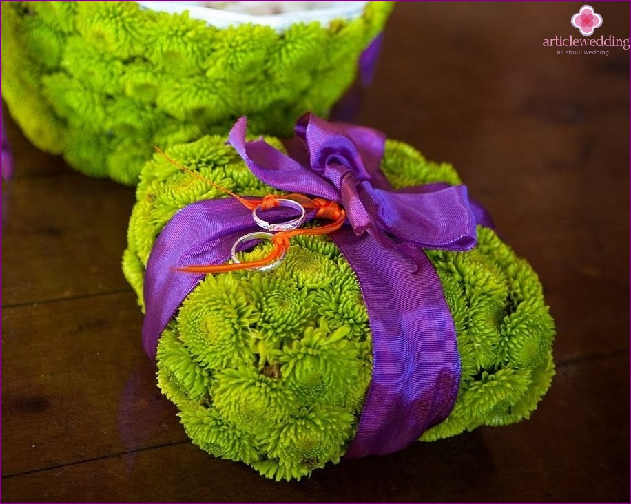 Green Chrysanthemum Ring Pillow