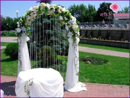 Arch decoration with flowers