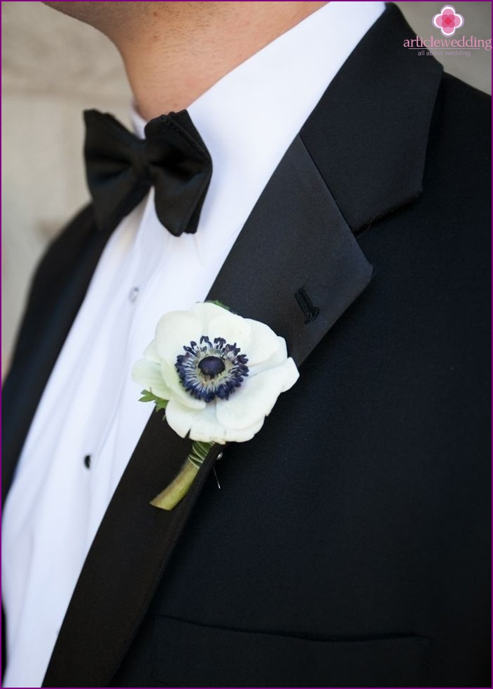 Do-it-yourself bright poppy boutonniere