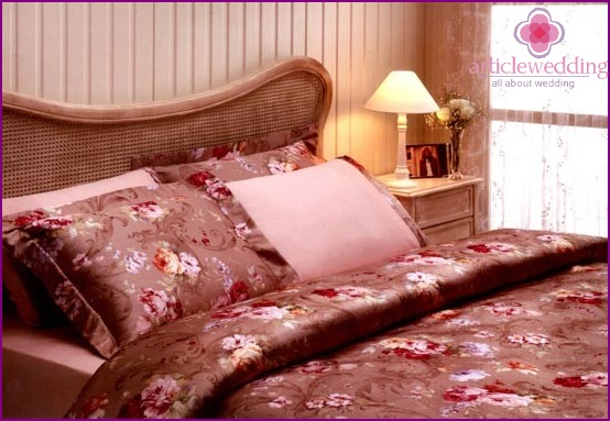 Bed sheets in roses
