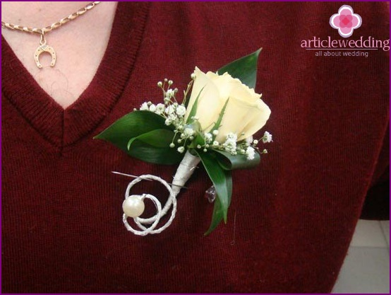 Boutonnieres for guests