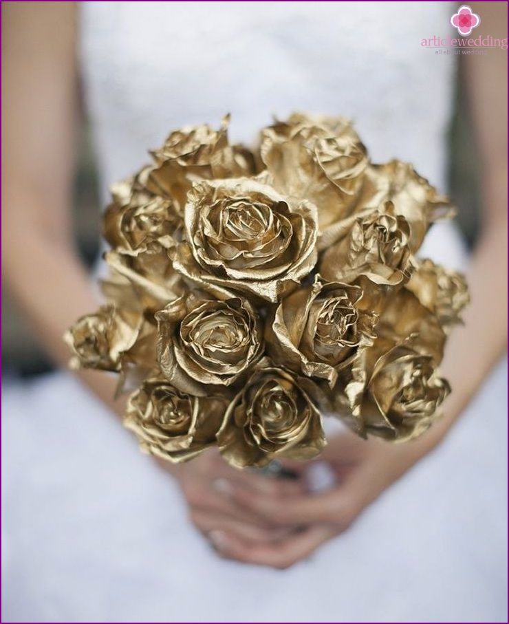 Bridal bouquet in gold color