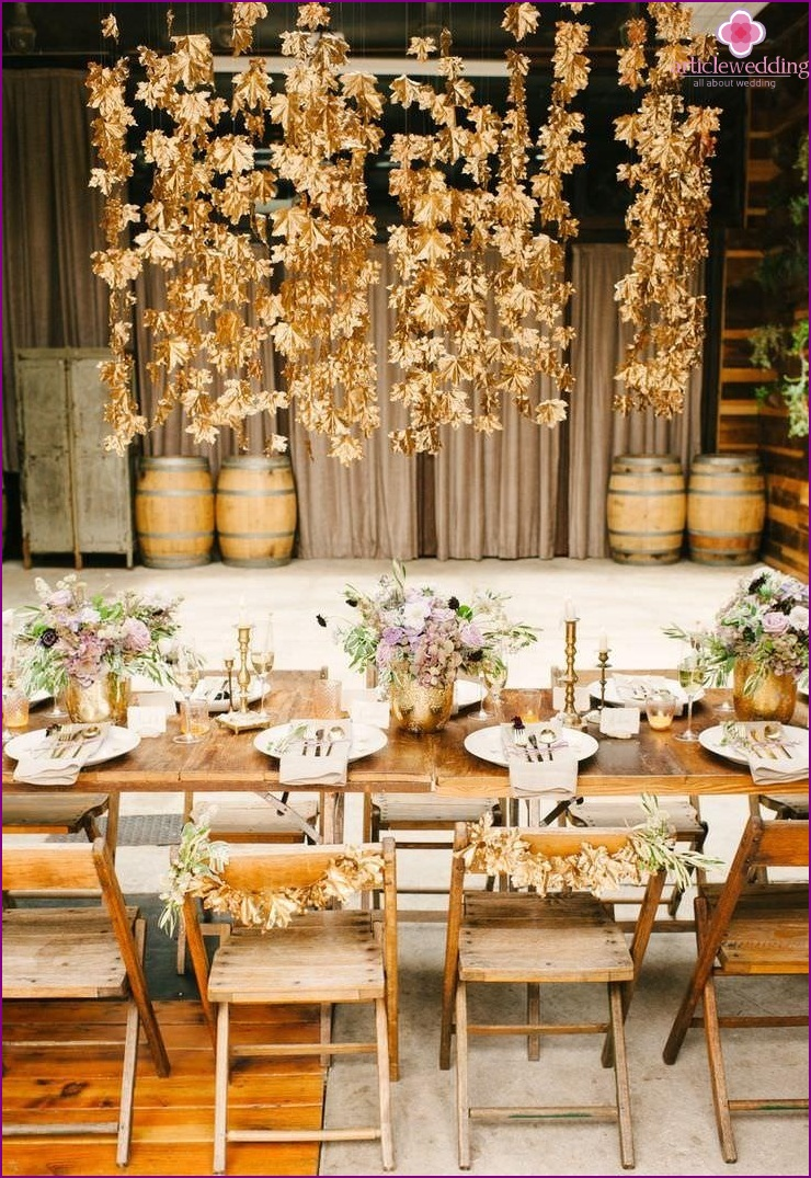 Wedding decor in gold color