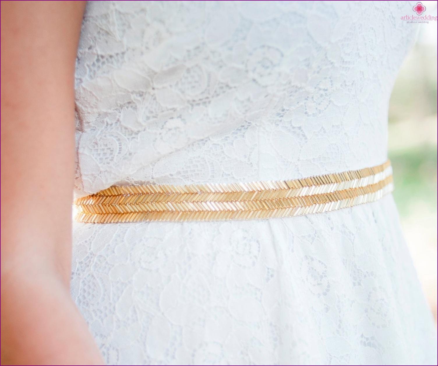 Belt on a dress in gold color