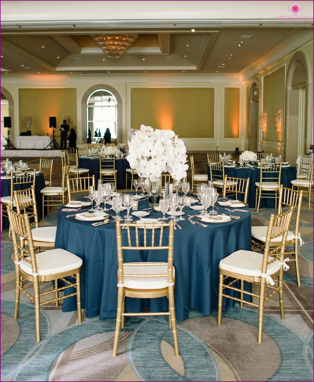 Wedding decoration in blue and gold