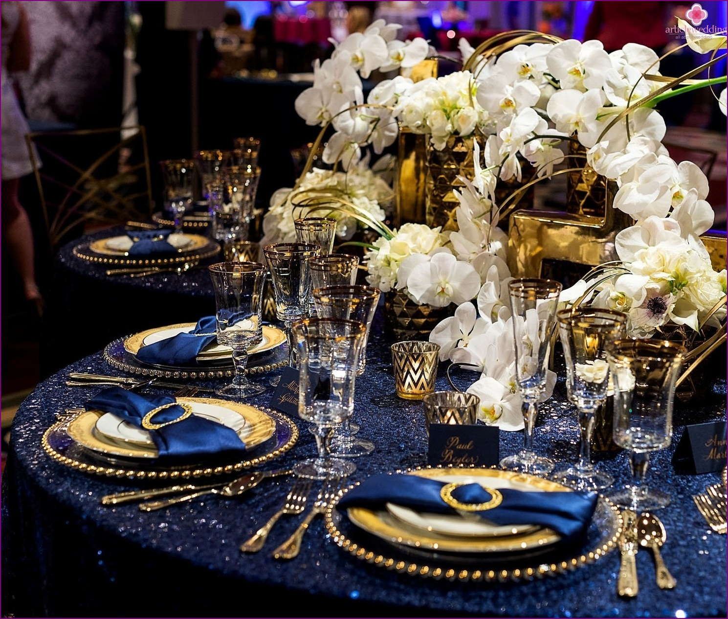 Table decoration in blue and gold